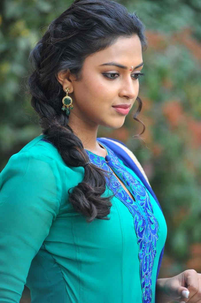 Amala Paul Favourite Food Colour Hairstyle Perfume Hobbies Actor