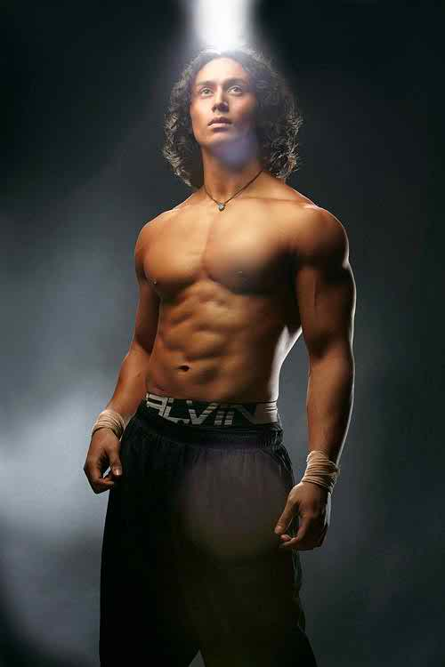 Tiger Shroff Height In Feet Inches Foot Weight Body
