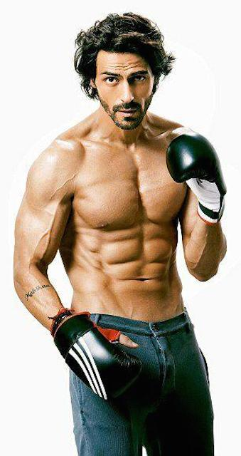 Arjun-Rampal-sculpted-body-workout