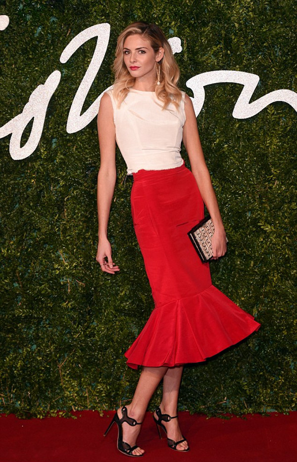 23A3FBAC00000578-2856433-Swish_Actress_Tamsin_Egerton_walked_tall_in_a_red_peplum_skirt_b-44_1417461601407