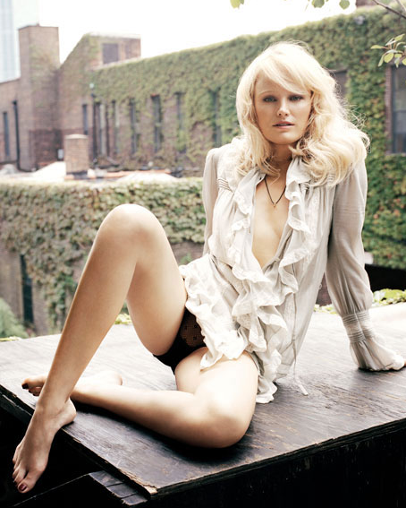 Malin akerman harold and kumar 2004 - 3 part 5
