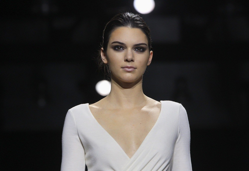 Model and television personality Kendall Jenner presents a creation from the Diane von Furstenberg Fall/Winter 2015 collection during New York Fashion Week February 15, 2015. REUTERS/Eric Thayer (UNITED STATES - Tags: FASHION ENTERTAINMENT)